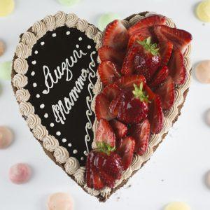 Torta cuore fragole e cioccolato