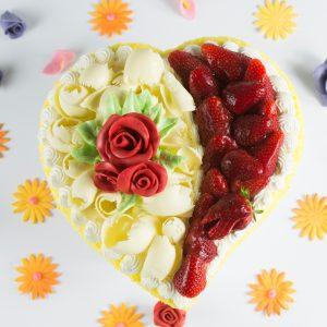 Cuore di Pan di Spagna con rosa | Dolci di San Valentino